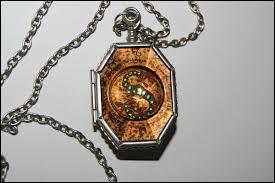 Pour finir, qui a remplacé le vrai médaillon de Serpentard par un faux ?