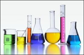 Pour caractériser les ions calcium, on utilise quelle substance chimique pour obtenir un précipité blanc ?