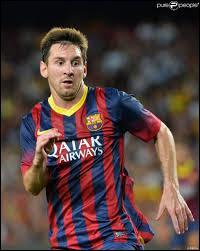 Il est considéré comme le ... meilleur joueur de tous les temps au football.
