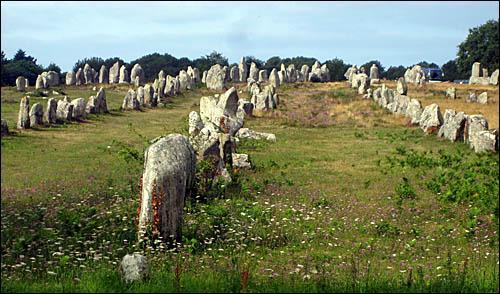 Les alignements de Carnac comptent près de 3 000 menhirs.