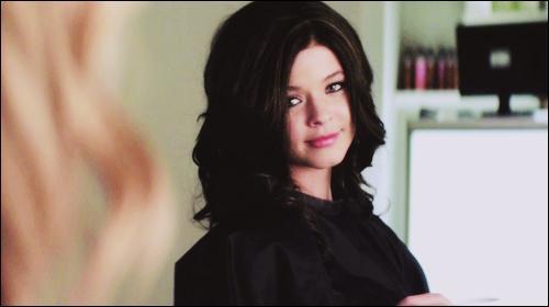 Quel est le nom qu'utilise Alison lorsqu'elle porte une perruque brune ?