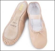 Ces chaussons sont les premiers que l'on porte en danse classique, ce sont :