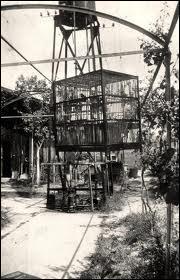 Quel est le nom de cette ancienne méthode d'exécution qui consistait à noyer le condamné (parfois plusieurs) enfermé dans cette structure ?