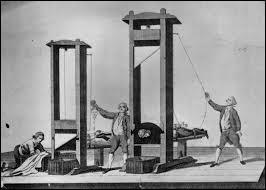Jusqu'à la fin du XVIIIe siècle, les condamnés à mort étaient exécutés d'une manière différente en fonction de leur origine sociale et de leur crime. Mise au point en 1792, la guillotine allait désormais être la méthode d'exécution capitale unique. Qui est l'inventeur de cette sinistre machine ?