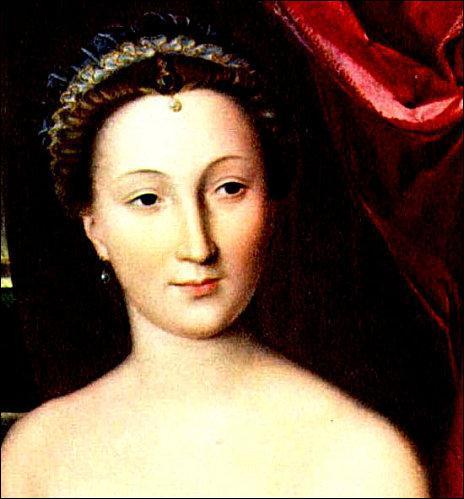 Femme de tête, ... aimait le pouvoir et l'argent. Elle fut pendant plus de vingt ans la favorite d'Henri II. Grande sportive elle mourra empoisonnée par les sels d'or qu'elle prenait comme élixir de jouvence.