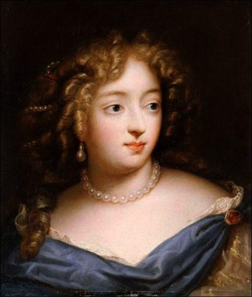 ... devint la favorite en titre de Louis XIV après le départ de Mme de la Vallière. Elle aura sept enfants. Accusée d'avoir voulu empoisonner le roi elle se retirera dans la Communauté des Filles de St Joseph.