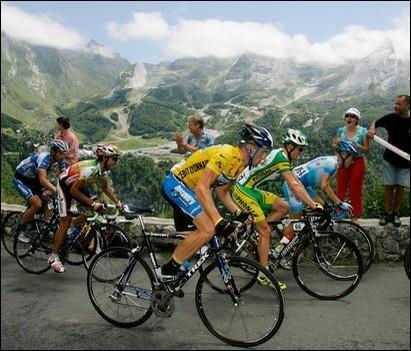 Malgré ses aveux de dopage, Lance Armstrong reste le détenteur de la moyenne la plus élevée avec 41, 654 km/h.Quel était ce millésime ?