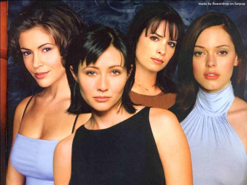 Dans la série  Charmed , qui meurt en premier parmi les sœurs Halliwell ?