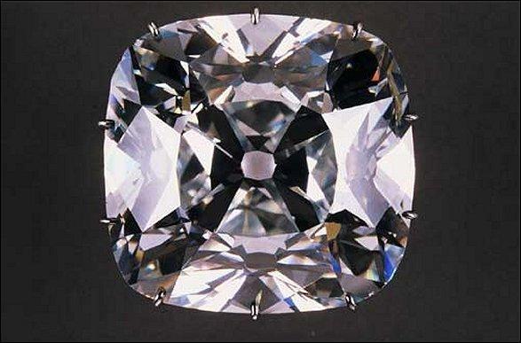 Quel est ce diamant découvert en Inde en 1698 qui fut la propriété de Philippe, Duc d'Orléans, et aujourd'hui exposé au Louvre ?