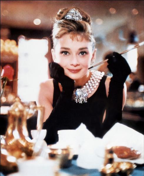 Quel est ce film de Blake Edwards dont l'héroïne est incarnée par Audrey Hepburn ?