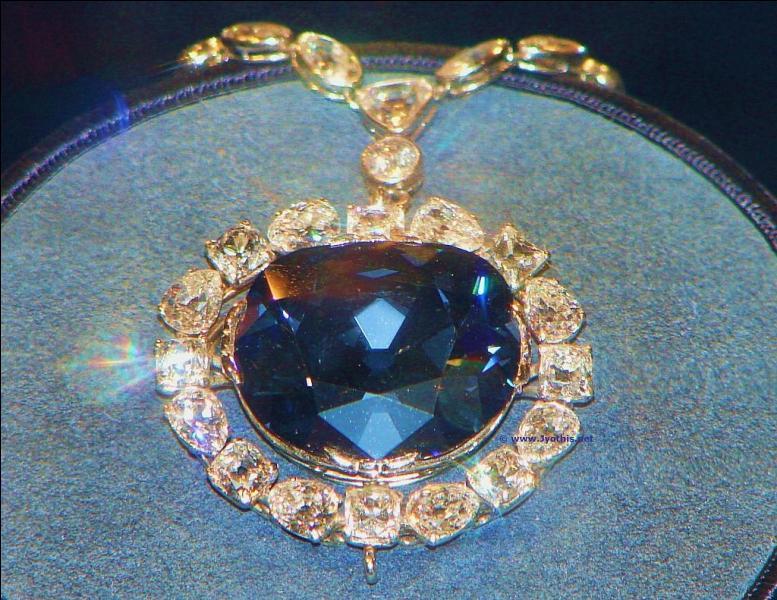Quel est le nom de ce célèbre diamant bleu ayant appartenu à Louis XIV ?