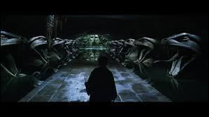 Dans le tome 7 pt 2 : Pourquoi Ron et Hermione vont-ils dans la chambre des secrets ?