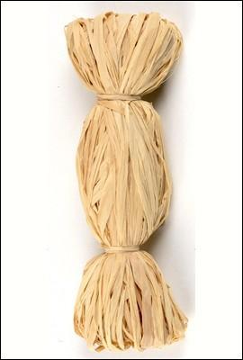 Cette fibre très solide, utilisée en vannerie et dans la confection de liens, porte le même nom que le palmier malgache dont elle provient. Il s'agit du :