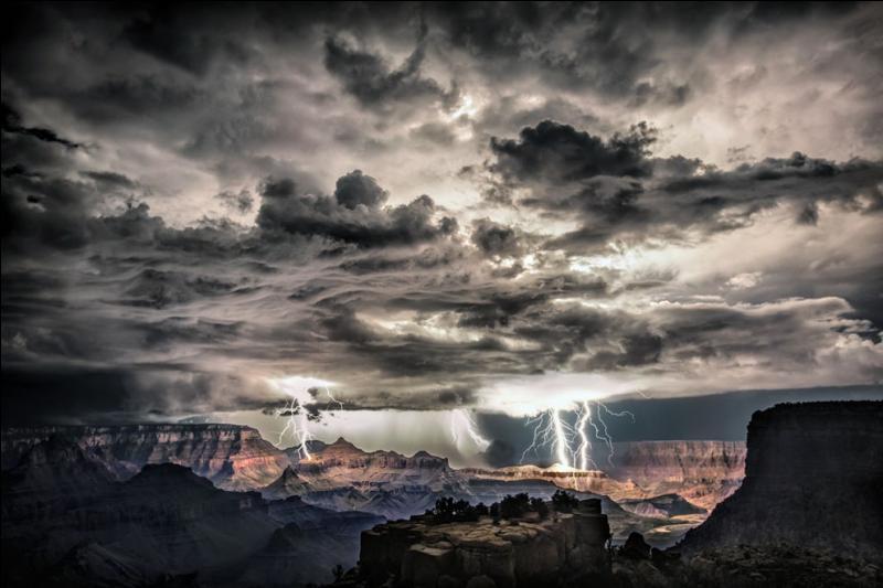 Tout le monde a plus ou moins entendu parler de moi, je suis le Grand Canyon, partant de là, vous ne devriez pas avoir de difficultés à trouver le nom de l'état où je serpente, quoique ...