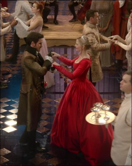 Quel nom Emma Swan choisit-elle au bal ?
