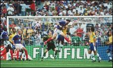 C'est en 1998, que les Bleus ont gagné la Coupe du monde grâce aux deux buts de :