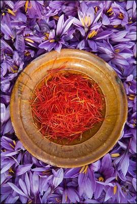 Cette épice orangée est très répandue dans la cuisine maghrébine. De quoi s'agit-il ?