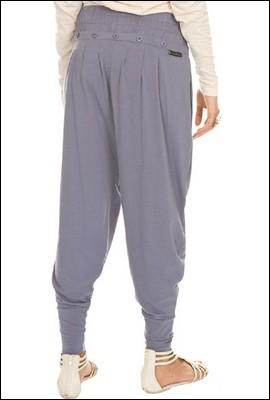 Comment se nomme ce pantalon traditionnel bouffant à l'entrejambe très bas et qui est très porté au Maroc et dans l'ensemble du Maghreb ?