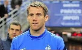 Continuons avec le troisième gardien de l'équipe de France, Mickaël Landreau. Quelle récompense a-t-il reçue cette année lors des trophées UNFP ?