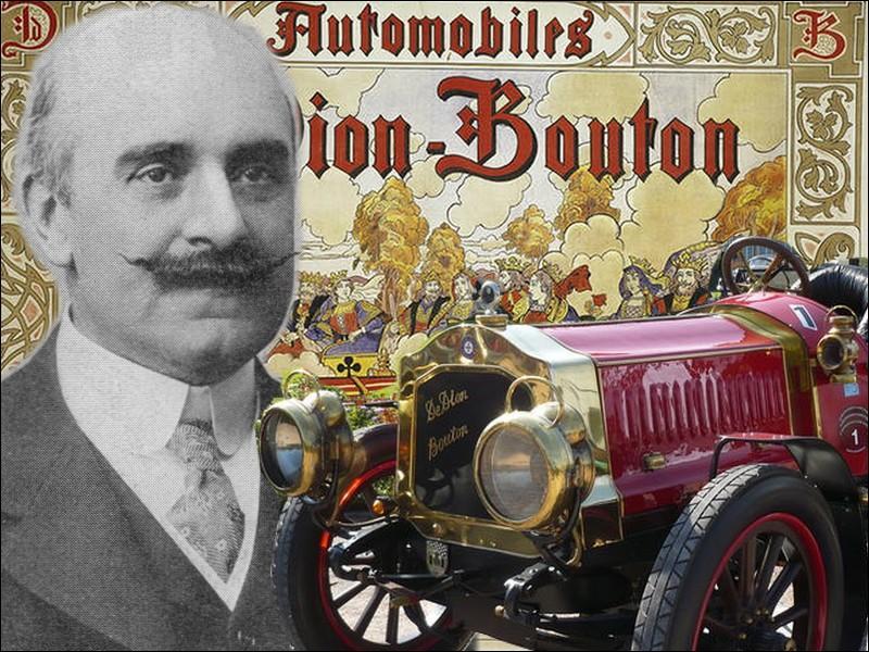 En 1900, De Dion-Bouton est le plus grand fabricant d'automobiles du monde. Quel nom porte sa première automobile fabriquée en grand nombre avec 2 970 exemplaires sortis jusqu'en 1902 ?