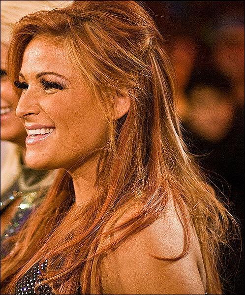 Sous quel nom a t-elle débutée : Natalya
