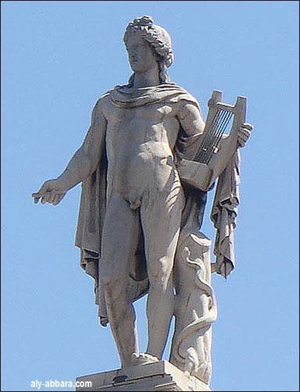 Je suis le dieu du soleil, de la beauté et des arts, je suis le grand frère d'Artémis, je suis...
