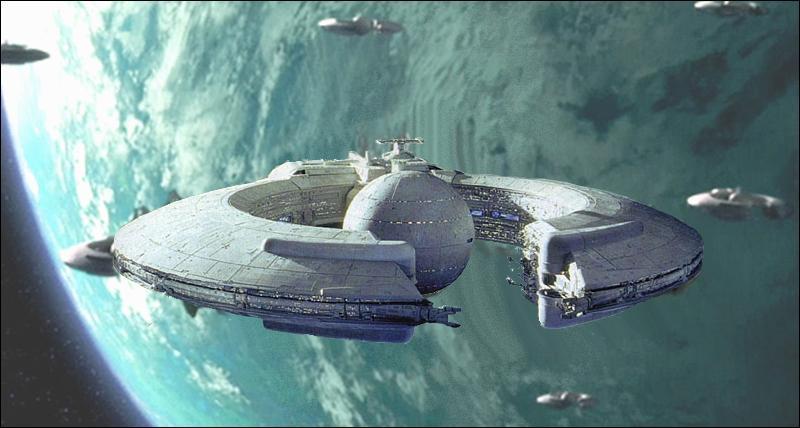 Dans l'épisode 1, grâce à quel vaisseau nos héros parviennent-ils à s'enfuir de Naboo ?