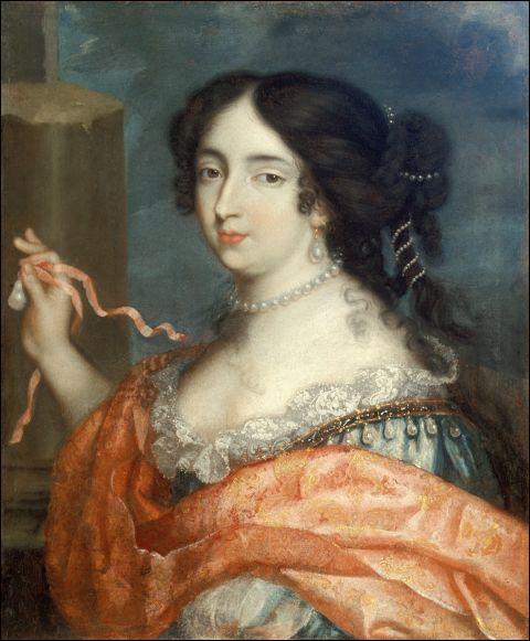 De quel roi qu'elle épousa secrètement, Madame de Maintenon fut-elle la célèbre maîtresse?