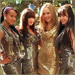 Dans le clip, les filles portent des tenues dorées mais comment se nomme le clip en question ?