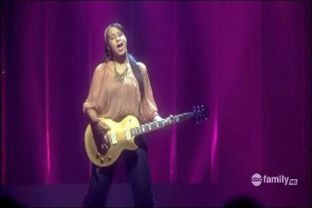 C'est une chanson interprétée par Jasmine Richards en solo lors du concours final du camp; mais quel est le nom de la chanson ?