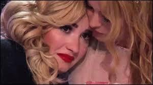 Sur quel réseau social Demi Lovato a-t-elle rendu hommage à son père ?
