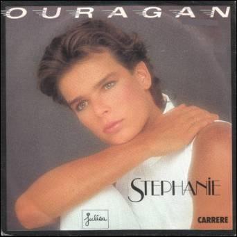En 1986, Stéphanie de Monaco enregistre 'Ouragan'. Complétez les paroles: 'Comme un ouragan, ...'