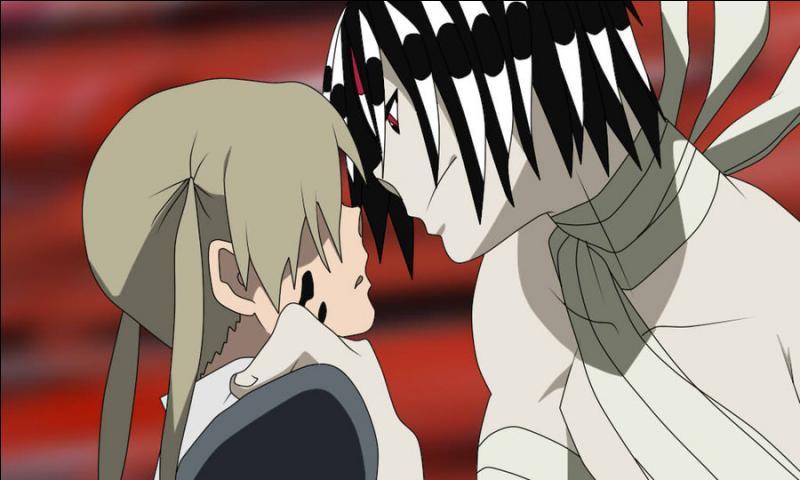 Restons dans un monde qui pourrait être celui de la magie avec le manga 'Soul Eater' avec nos jeunes étudiants qui se battent avec des personnes qui se transforment en armes. À la fin de l'animé, nous pouvons voir le combat final entre les élèves de Shibusen et du Grand Dévoreur, Asura. Par quelle technique Maka le bat-elle ?