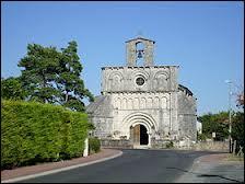 Voici l'église Saint-Vincent de la commune picto-charentaise de Breuillet. Elle se situe dans le département n° ...