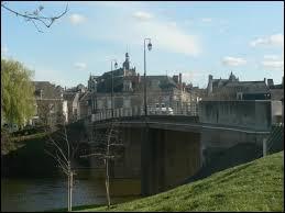 Nous sommes à Rochefort-sur-Loire, ville Angevine située en région ...
