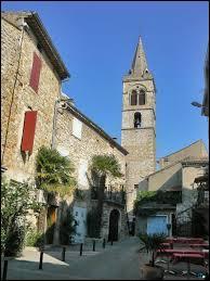 Nous flânons dans le centre du village rhônalpin de Vallon-Pont-d'Arc. Nous sommes dans le département ...