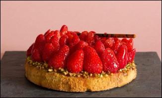 Comme Jeffcoop et Zio avaient encore très faim, pth01 et Ptiottout ont confectionné une tarte pour terminer le barbec en beauté ! C'est une tarte aux ...
