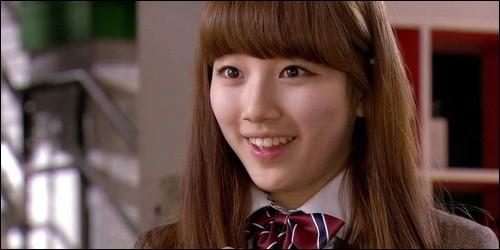 De qui doit s'occuper Go Hye Mi lorsque son père part de la maison ?