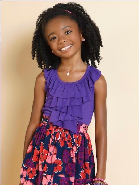 Comment s'appelle la plus jeune enfant, adoptée en Afrique du Sud, qui a des amis imaginaires ?