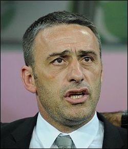 Comment s'appelle l'entraîneur du Portugal?