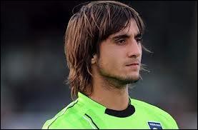 Qui est-ce ? C'est le gardien but du Genoa FC !