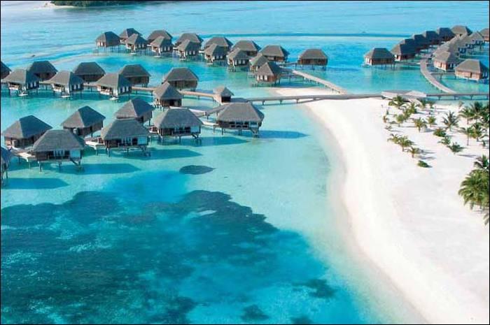 Comment est appelé ce célèbre club de vacances hors de prix proposant des destinations toutes plus exotiques les unes que les autres ?