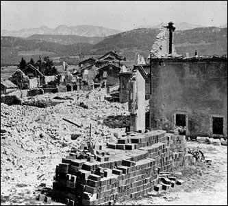 Quel est ce haut-lieu de la Résistance, qui a connu des massacres perpétués par les allemands et qui s'est vu remettre la Croix de la Libération, village du Vercors où fut érigé le musée de la Résistance ?