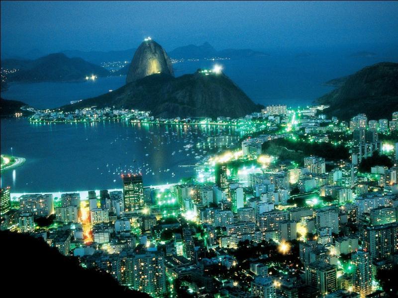 """Qui chantait """"Si tu vas à Rio, n'oublie pas de monter là-haut"""" ?"""
