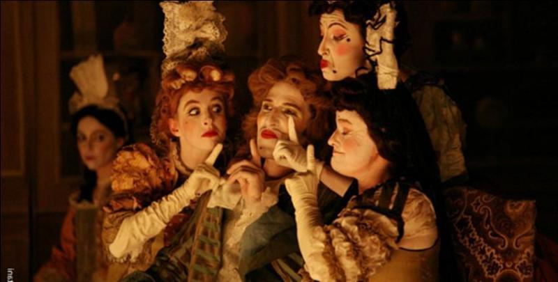"""Dans cette pièce, toutes les femmes de la maison sont savantes. Elles sont """"du côté de l'âme et des nobles désirs"""", à part une, qui est """"du côté des sens et des grossiers plaisirs"""", mais de quel personnage s'agit-il ?"""