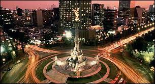 Je suis une capitale américaine qui a environ 23 000 000 d'habitants avec l'agglomération, ce qui en fait la deuxième ville la plus peuplée derrière Tokyo. Je suis la capitale d'un pays limitrophe au Guatemala. Je suis :