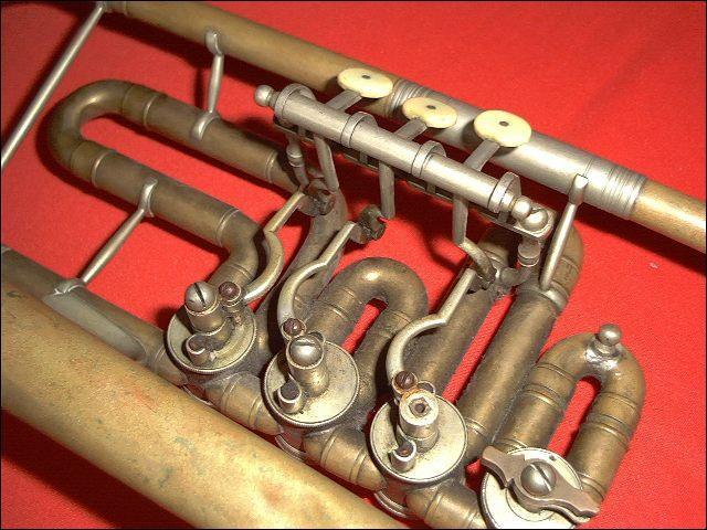 Trouvez l'usage des palettes auxquelles correspondent les mots : « rotules, instruments, trompette ».