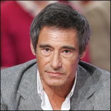 C'est un acteur français né à Boulogne-Billancourt, en France le 21 juin 1 950 et est âgé actuellement de 64 ans. Il a joué dans  Une étrange affaire ,  Le Goût des autres ,  La belle histoire ,  Marche à l'ombre ...Il s'appelle :
