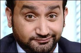 C'est un animateur de télévision et de radio né le 23 septembre 1 974, à Paris, il est de nationalité française. Il présente  Touche pas à mon poste !  ,  Nouvelle star ,  Europe 1 ,  Hanouna le matin ...Il s'appelle :