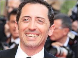 Cet acteur, humoriste et réalisateur français né le 19 avril 1 971 et de nationalité marocaine a joué dans beaucoup de films comme  Coco ,  La rafle ,  Le capital ,  Un bonheur n'arrive jamais seul ,  La vérité si je mens !   et plein d'autres films. C'est :